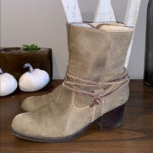 Eddie Bauer Fur Lined Leather wrap Boots size 10